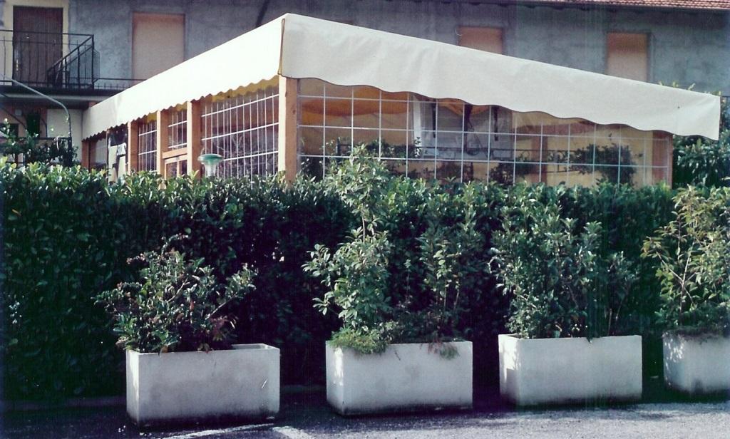Pergole e coperture per esterno in ferro tendasol for Travi in legno sul portico anteriore