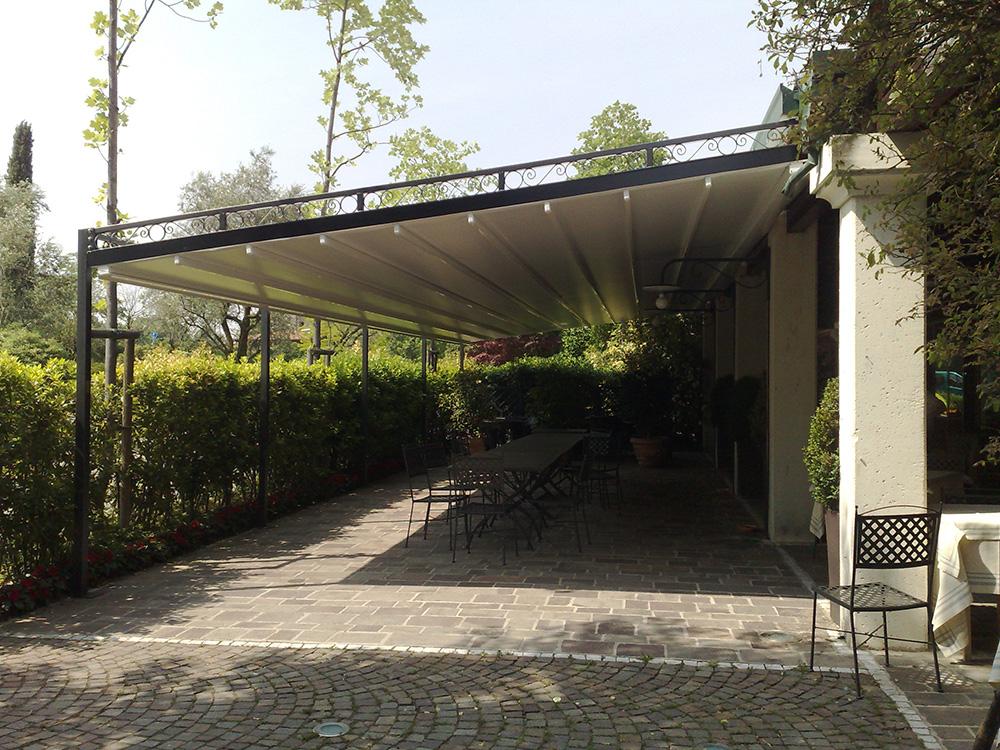 Tettoie in ferro with tettoie a sbalzo in ferro - Tettoie da giardino in ferro ...