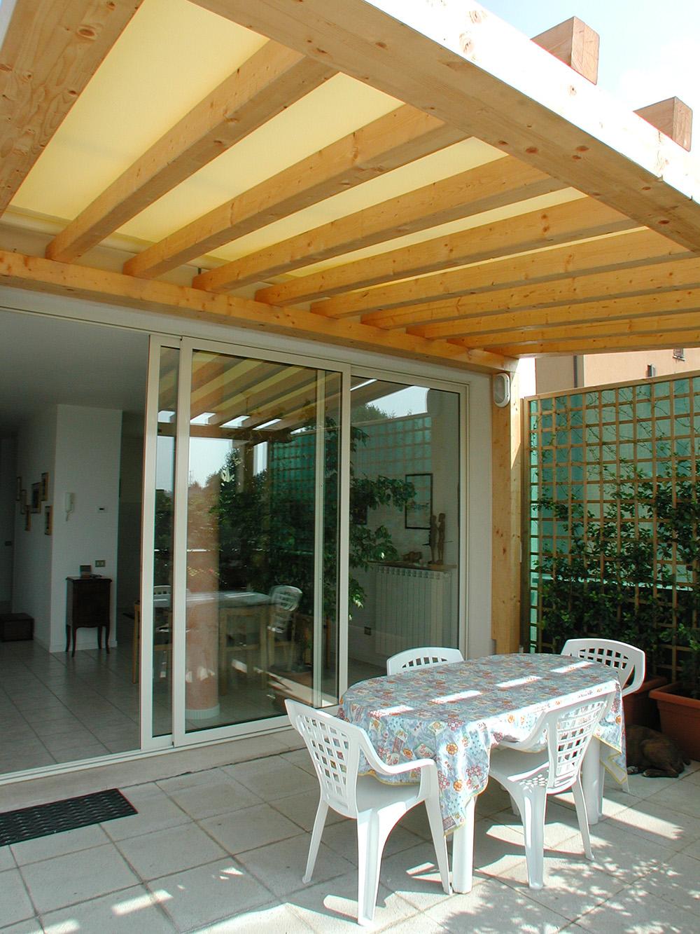 Tettoie per giardino in legno lamellare for Mobili per terrazzo