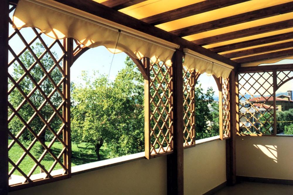 Gazebo in legno lamellare da terrazzo e balcone con tenda per sole