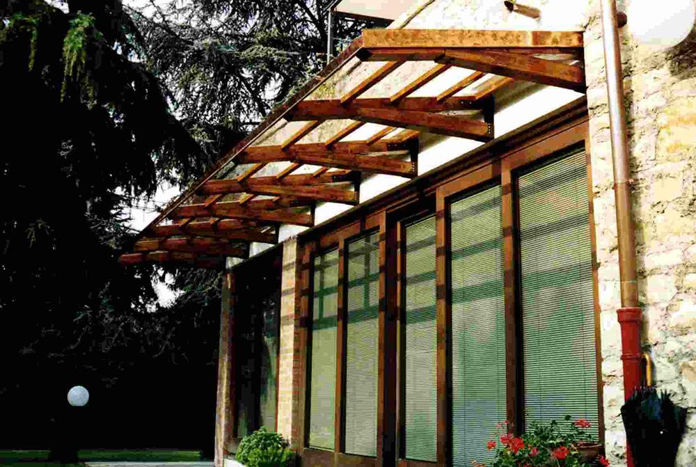 Pensiline in legno per porte e scale tendasol for Scale per librerie in legno