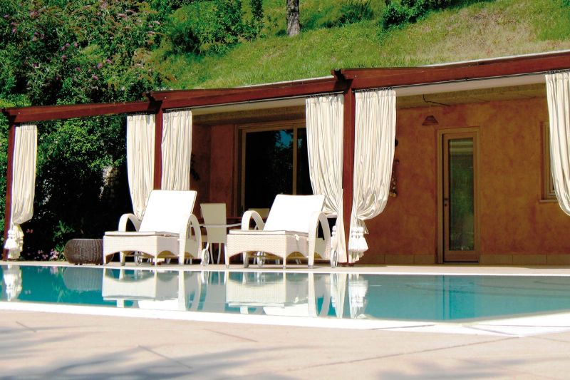 Pergole in Legno Wood Tecnic bordo piscina