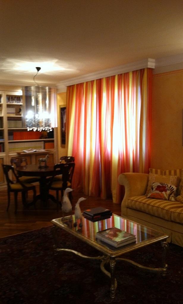 Tende classiche per interni dai colori caldi