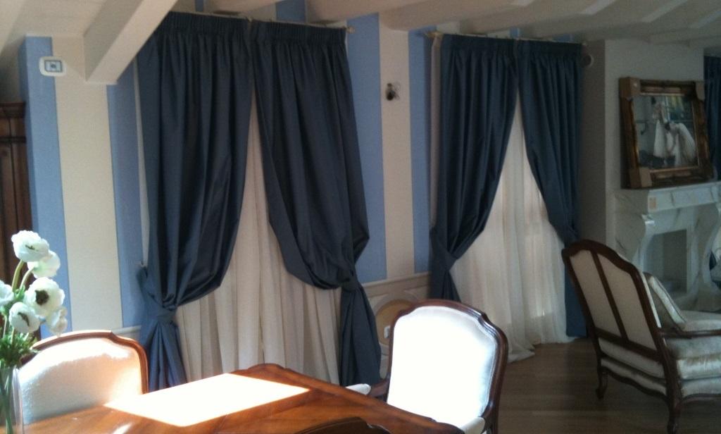 Tende per interni arredamento moderno for Arredamento tende per interni