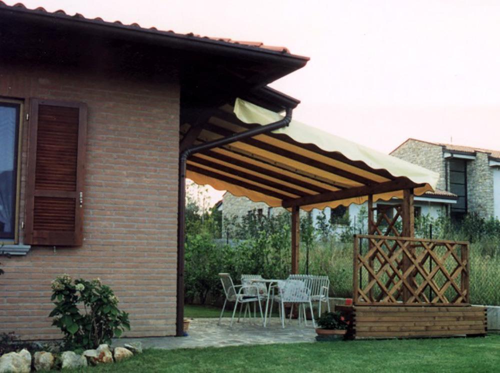 Pergole e coperture per esterno in legno lamellare tendasol for Decorazioni in ferro per giardino