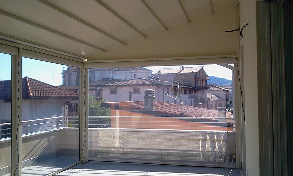 Veranda in alluminio su balcone o terrazza